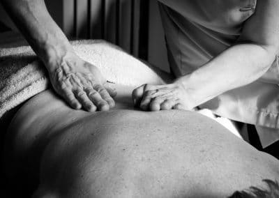 Back-Massage-full-hands-bw